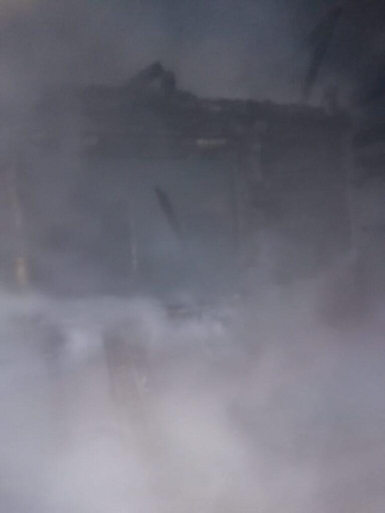 Incendiu violent într-o gospodărie din Volovăț VIDEO