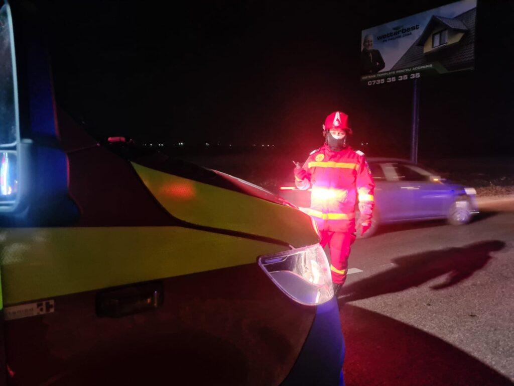Două persoane au fost rănite după ce s-au răsturnat cu mașina, la Cumpărătura VIDEO