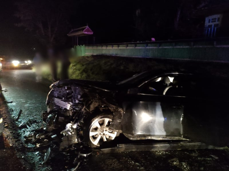 Cinci tineri au fost răniți după coliziunea dintre două autoturisme FOTO