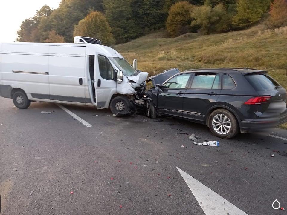Coliziune între cinci autoturisme la ieșire din Gura Humorului spre Bucșoaia FOTO