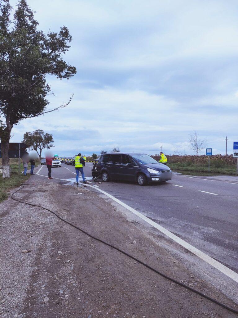 Coliziune între două autoturisme la Spătărești. Sapte persoane, printre care trei minori, au fost transportate la spital FOTO