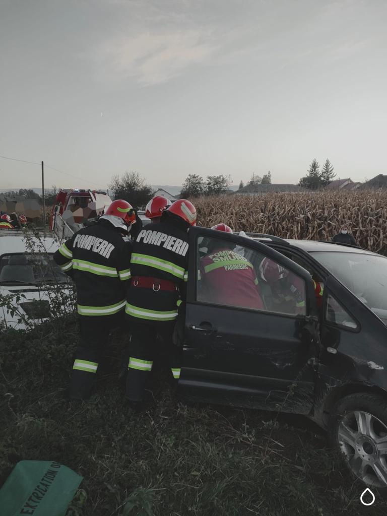 Coliziune între un autoturism și o autoutilitară pe raza comunei Forăști. O persoană a rămas încarcerată