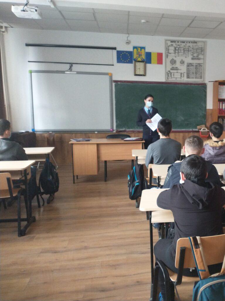 Activități de prevenire a delincvenței juvenile în unitățile de învățământ din județul Suceava FOTO