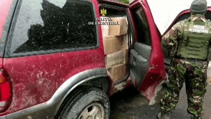 Focuri de armă și urmărire pentru oprirea unei mașini pline cu țigări de contrabandă, la Frătăuții Noi VIDEO