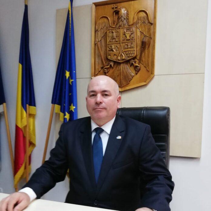 Prefectul județului Suceava cere primarilor să verifice modul de pregătire a unităților de învățământ pentru viitorul an școlar