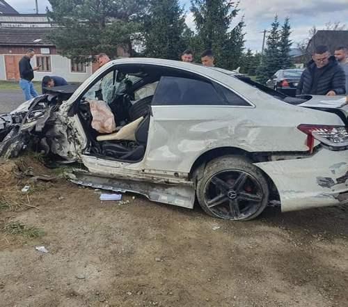 Un tânăr din Vicovu de Jos s-a urcat beat la volan și a făcut prăpăd VIDEO