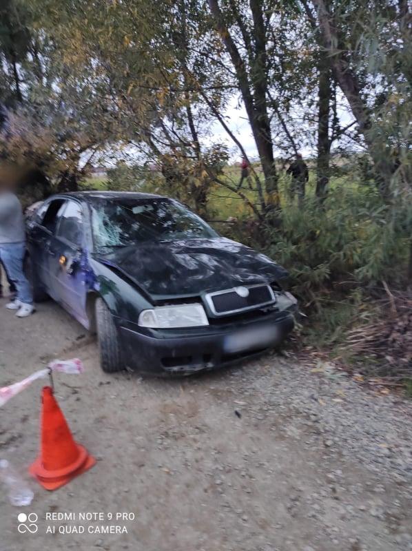 Autoturism răsturnat pe raza localității Frătăuții Noi. O adolescentă a fost rănită și a fost transportată la spital FOTO