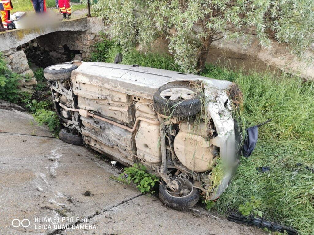 Accident rutier grav la Milișăuți. Un tânăr de 25 de ani și-a pierdut viața, după ce a pierdut controlul mașinii FOTO