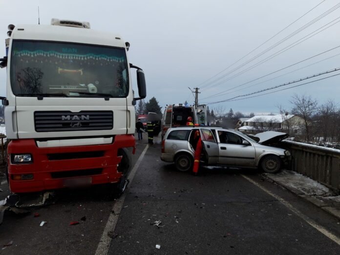 Accident rutier pe raza localității Boroaia. Trei persoane au fost rănite VIDEO