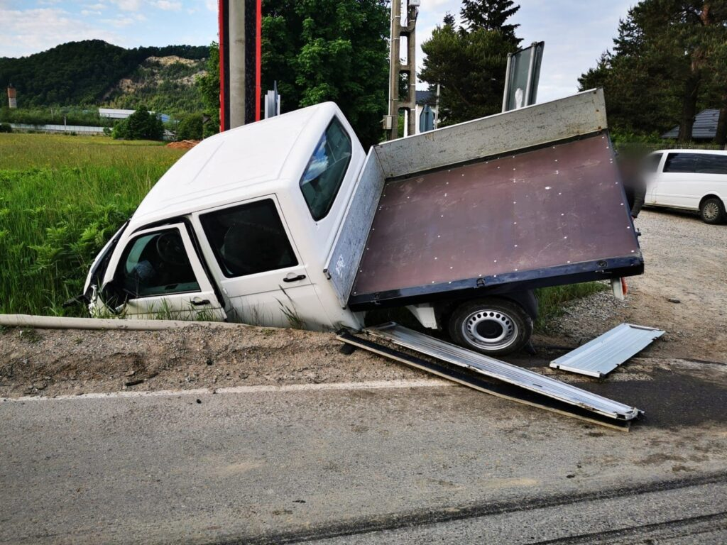 Accident rutier cu patru autovehicule implicate, la ieșire din Păltinoasa. Două persoane au fost rănite FOTO VIDEO