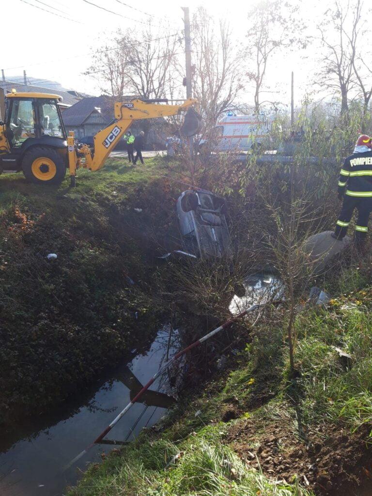 Accident grav pe raza localității Preutești. Un autoturism s-a răsturnat pe cupolă în albia unui pârâu FOTO VIDEO