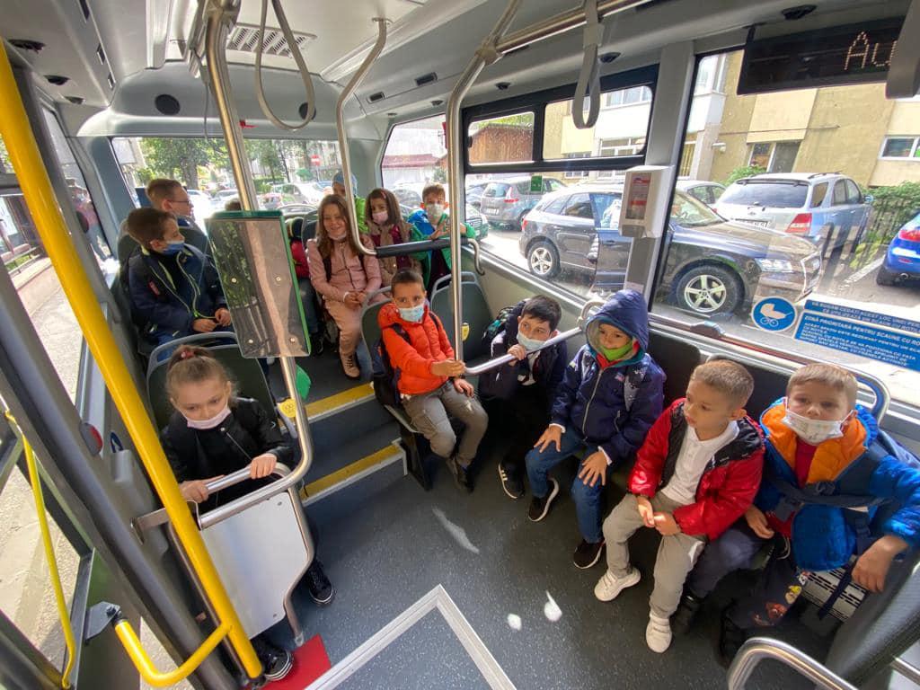 Primăria Suceava a lansat un program pilot privind transportul școlar FOTO
