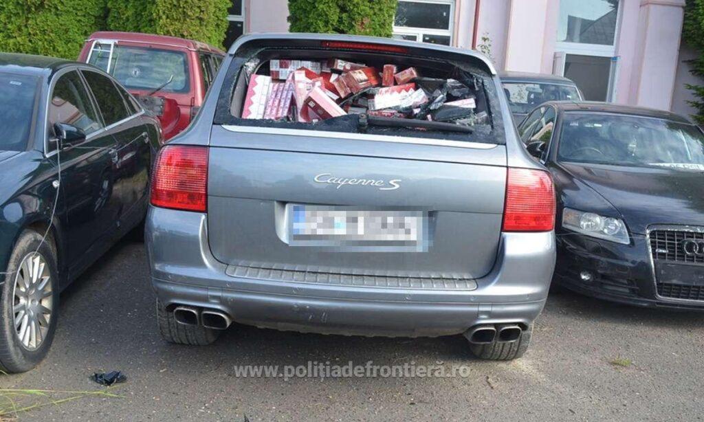 Porsche Cayenne cu număr fals de înmatriculare și plin cu colete cu țigări, depistat pe raza localității Laura VIDEO