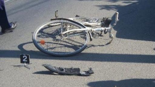 Câmpulung Moldovenesc. Adolescent aflat pe bicicletă, accidentat de un autoturism