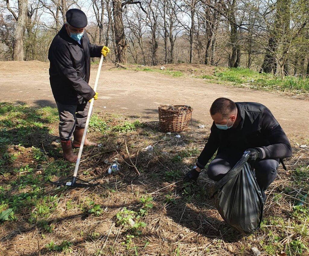 """Campania """"Toți pentru Curățenia orașului"""" a ajuns în parcul Șipote și pădurea Zamca FOTO"""