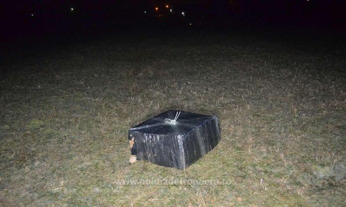 Țigări de contrabandă aduse cu drona din Ucraina, descoperite de polițiștii de frontieră din Brodina