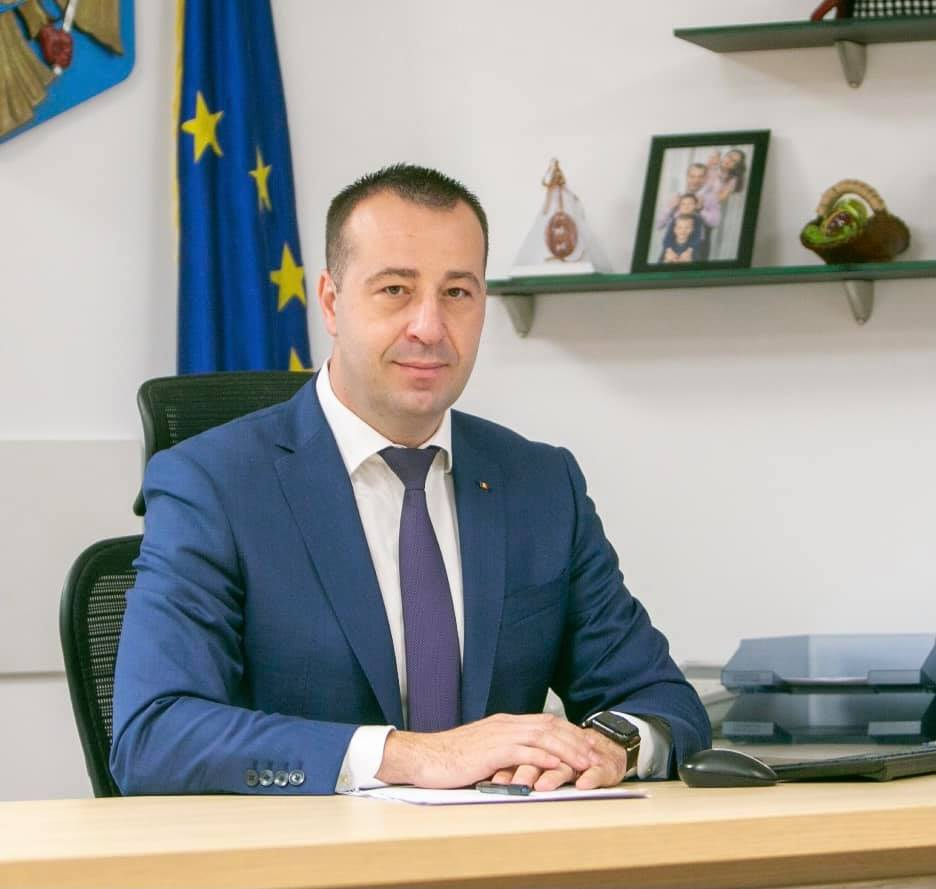 Primarul Ion Lungu a depus jurământul pentru al cincilea mandat, în prezența premierului Ludovic Orban FOTO