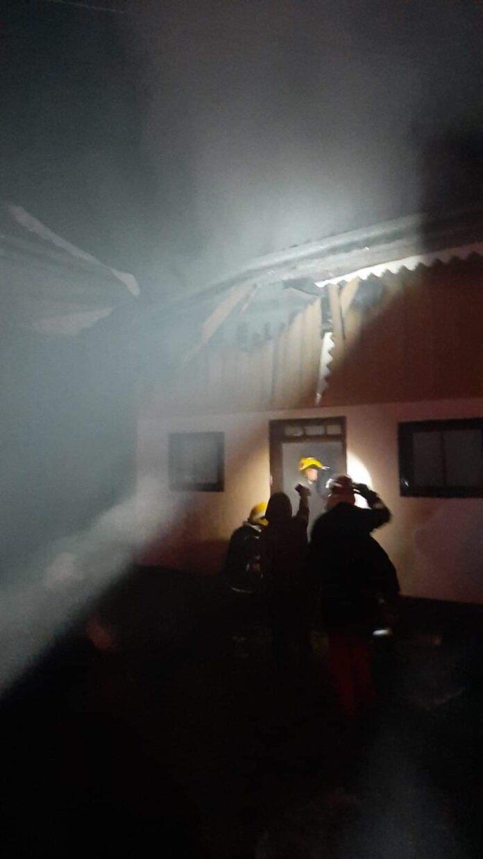 Incendiu violent în satul Codru. Focul a fost pus intenționat FOTO
