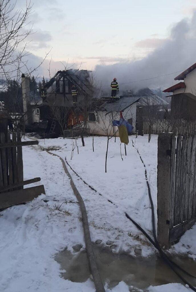 Incendiu la o gospodărie din Neagra Șarului FOTO