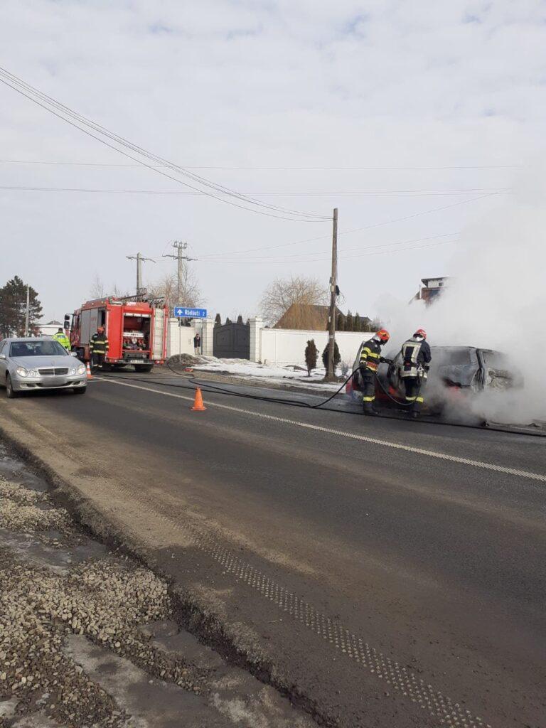 Incendiu la un autoturism pe centura Rădăuțiului FOTO