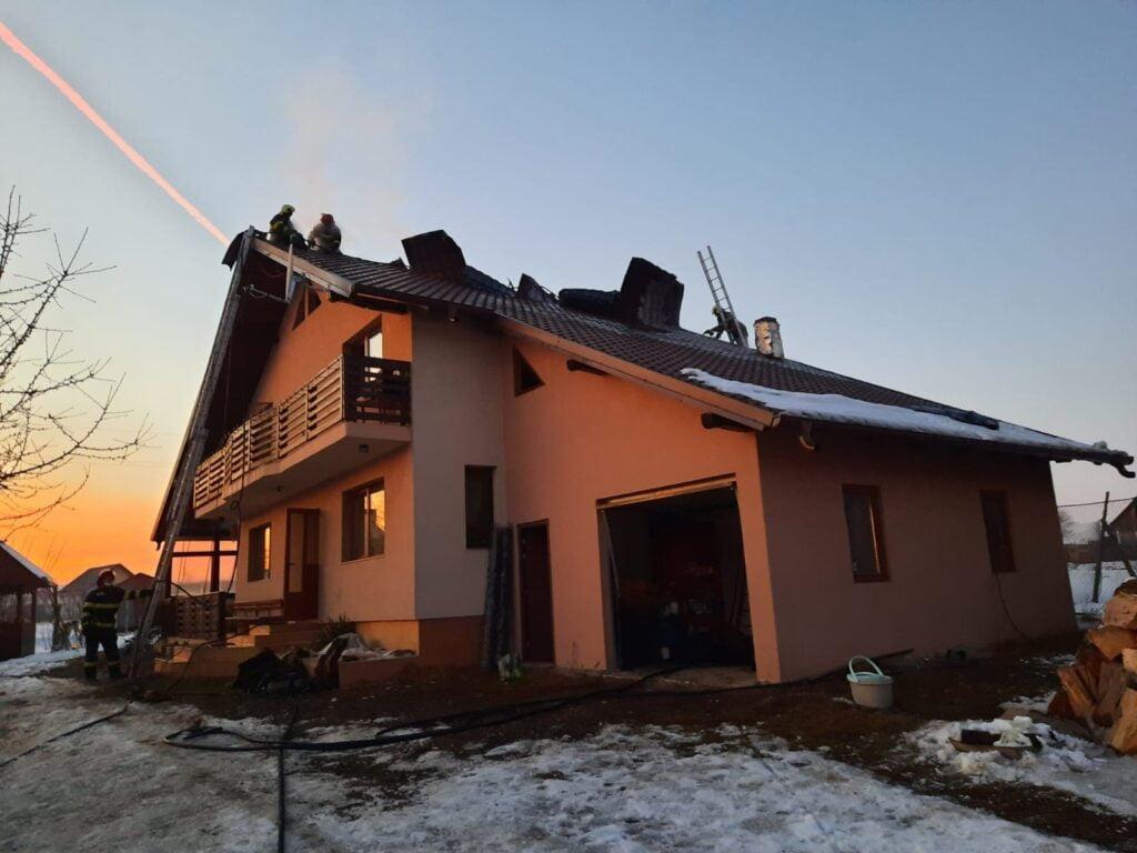 Incendiu la o casă din Mitocu Dragomirnei FOTO
