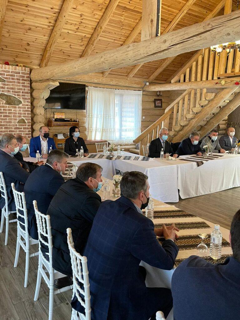 Ministrul Dezvoltării întâlnire cu primarii municipiilor și orașelor din județul Suceava