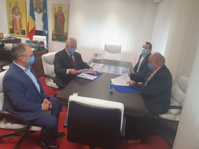 Ion Lungu a semnat contractul pentru achiziția și montarea a șapte stații de reîncărcare pentru mașini electrice