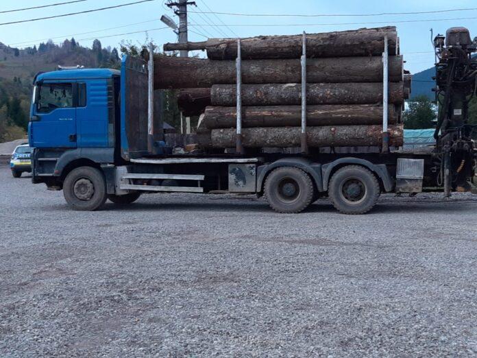 Dosar penal pentru evaziune fiscală și mijloc de auto în valoare de peste 30.000 de Euro confiscat de polițiști pentru transport ilegal de material lemnos