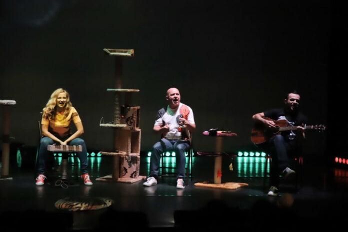 """Spectacol gratuit pentru angajații Spitalului Județean Suceava la Teatrul Municipal """"Matei Vișniec"""""""