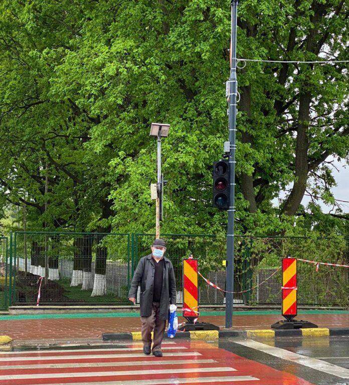 Semafor la trecerea pentru pietoni de la Spitalul Județean Suceava