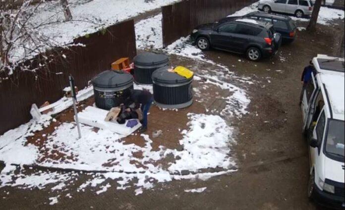 Suceveni amendați de Primăria Suceava după ce au aruncat gunoiul lângă containere VIDEO