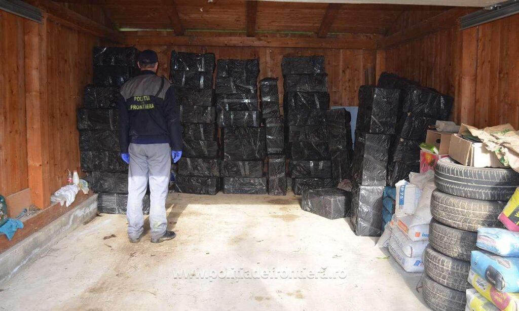 Țigări de contrabandă în valoare de peste 500.000 de lei descoperite de polițiștii de frontieră într-o gospodărie din Straja FOTO