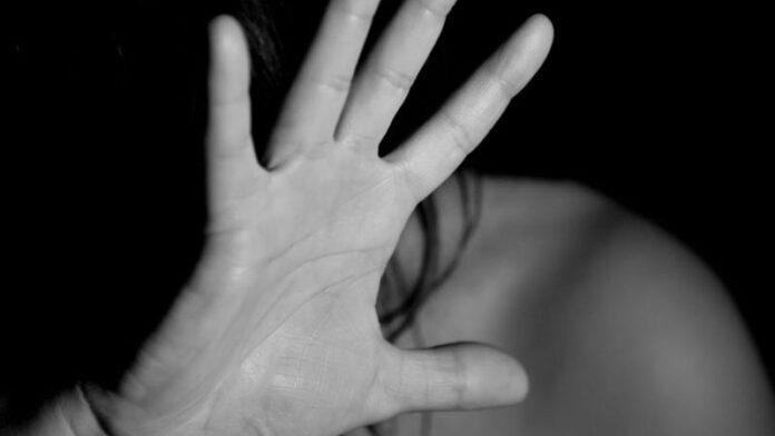 O femeie din Gura Humorului a fost salvată de către fiica sa din mâinile unui violator